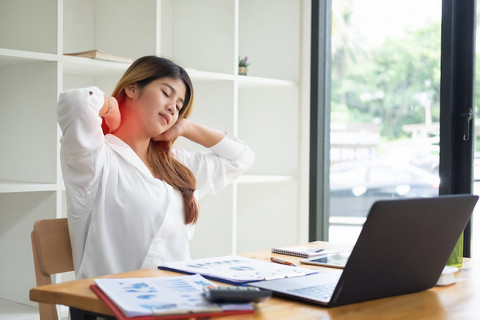 4 Neck stretches to do at your desk