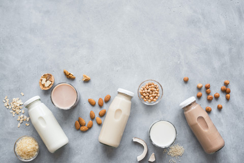 Oat Milk vs Almond Milk: Which is Best?